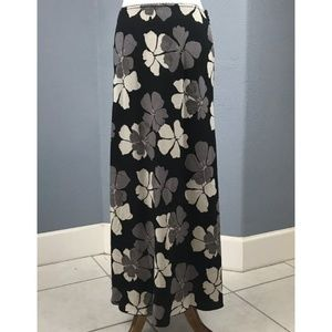 Old Navy Size 8 Women's Maxi Skirt Black Floral